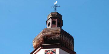 Die Bürgerstiftung unterstützte beispielsweise 2015 die Katholische Kirchengemeinde St. Maria - Hl. Geist bei zusätzlichen Instandsetzungskosten beim Kirchturm St. Maria. Archiv-Foto: him