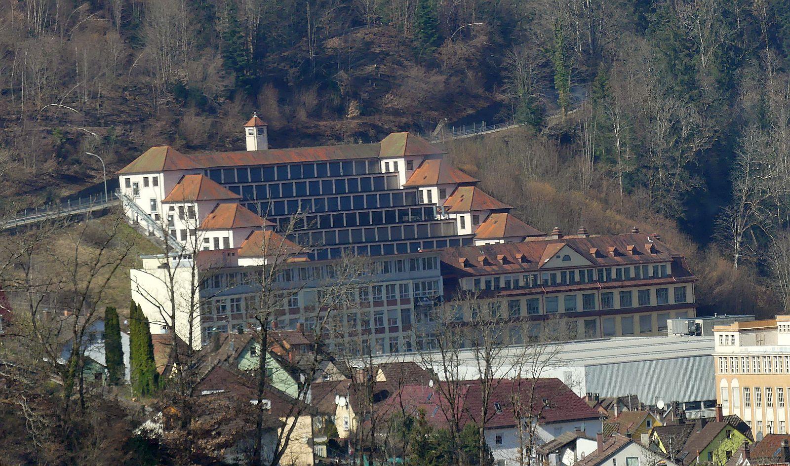 Der Terrassenbau, gesehen von Gut Berneck. Foto: him