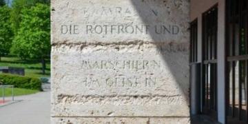 Text-Reste des Horst-Wessel-Liedes: Sie sollen jetztz erklärt werden. Foto: Stadt