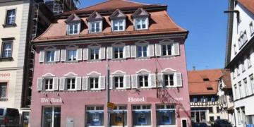 """Die Filiale der BW-Bank im Erdgeschoss des Hotels """"Lamm"""" wird nächstes Jahr geschlossen. Foto: wede"""