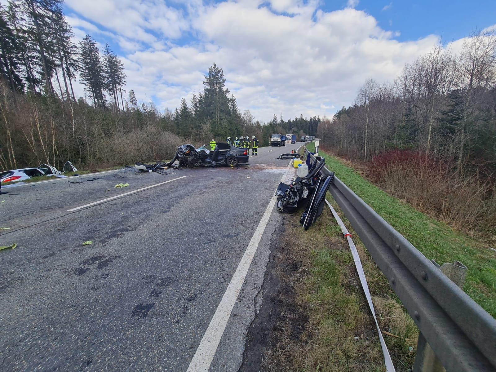 Schwerer Unfall auf der B 33. Foto: Blaulichtreport Rottweil