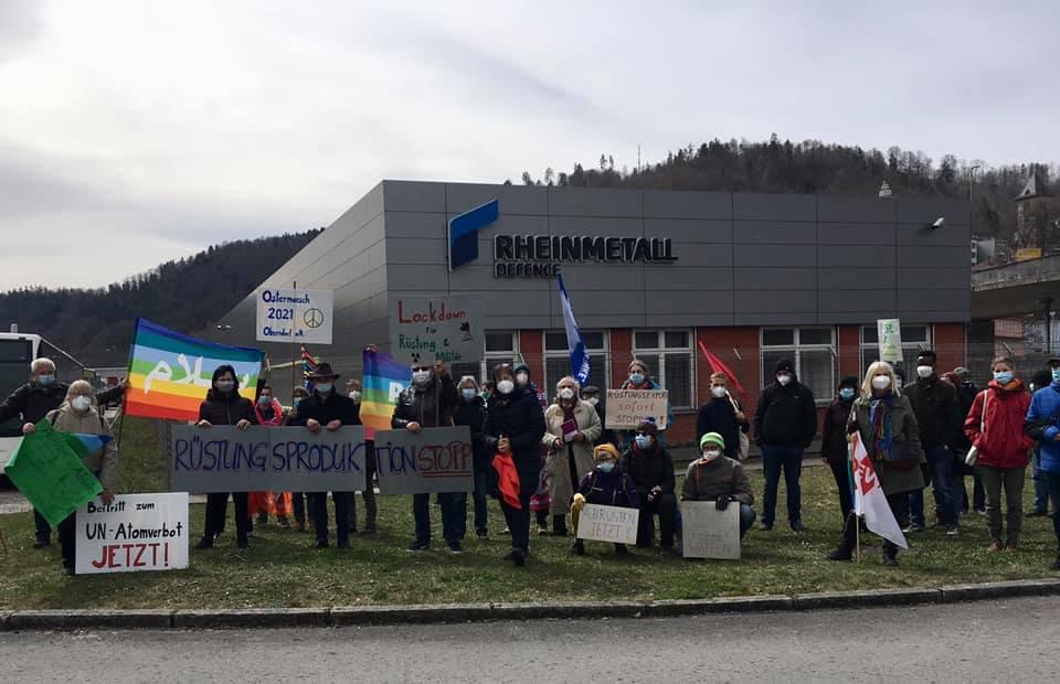 Ostermarsch mit etwa. 50 Teilnehmern in Oberndorf. Foto: ÖDP