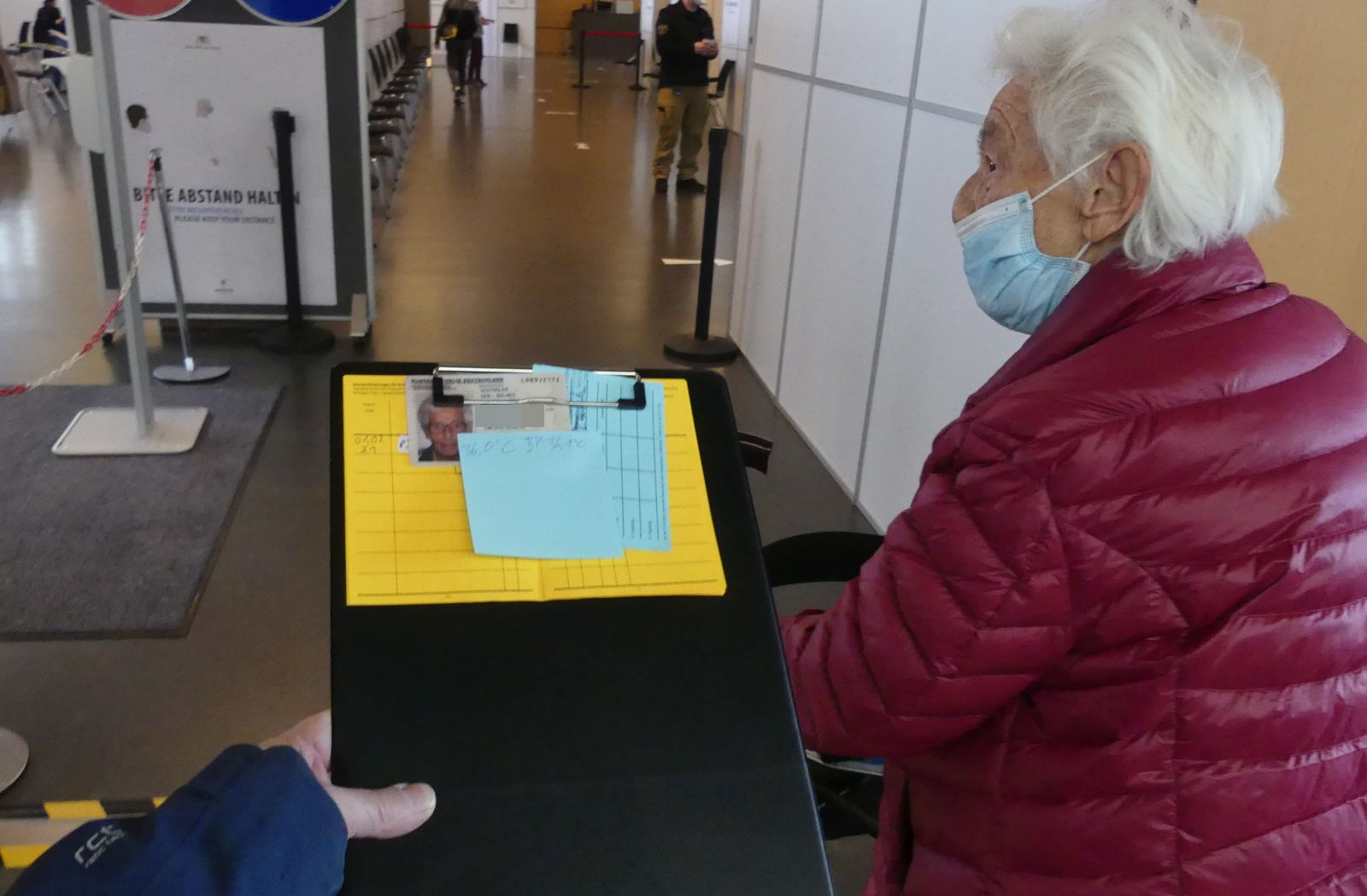 Beim Impftermin im Impfzentrum in Rottweil. Foto: him