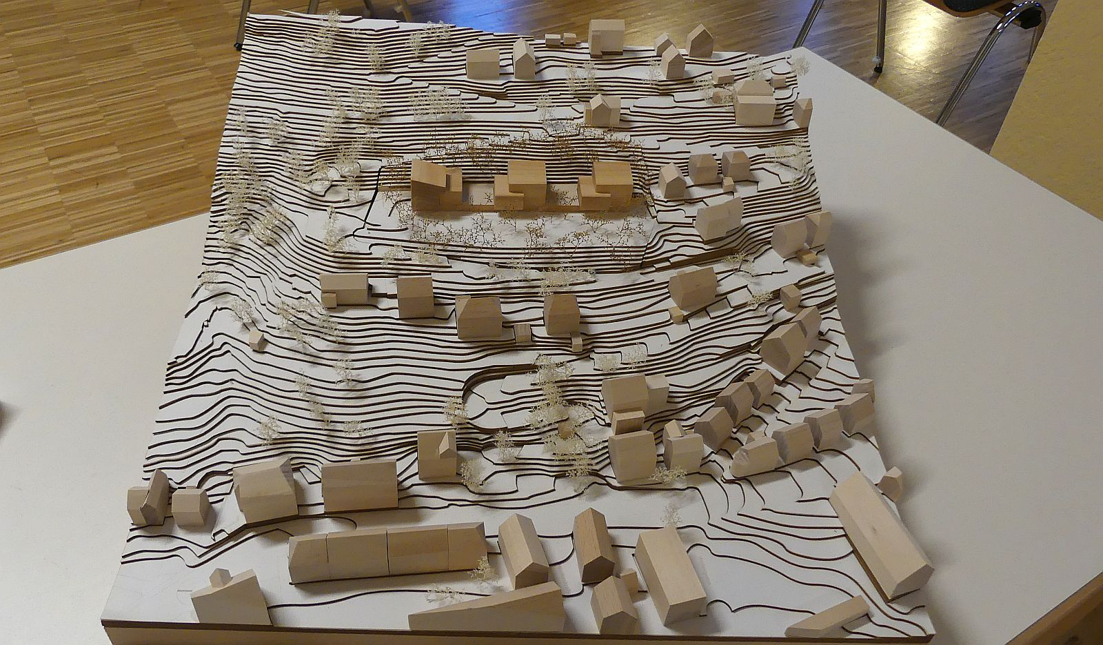 So sehen im Modell die drei Gebäude aus, die am Sonnenberg auf der Planie entstehen sollen. Foto: him