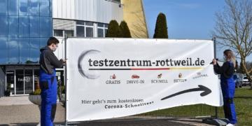 Banner vor dem Testzentrum. Foto: pm