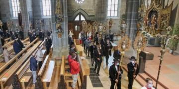 Corona-Öschprozession im Stil der Monatsprozession im Heilig-Kreuz Münster. Foto: Berthold Hildebrand