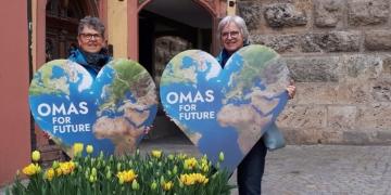 """Johanna Knaus und Vera Niedermann-Wolf gründen in Rottweil eine Regionalgruppe der sogenannten """"Omas for Future"""".  Foto: pm"""