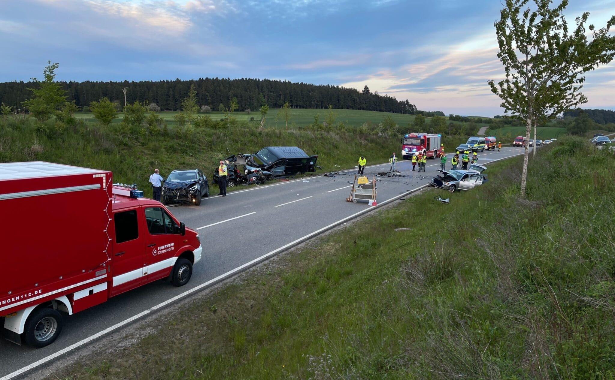 Die Unfallstelle auf der B 462 bei Dunningen. Hier starben zwei Menschen, wurden zwei weitere verletzt. Foto: gg