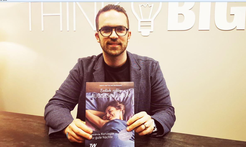 André Alesi mit seinem neuen Buch. Foto: privat
