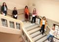 Sie haben es geschafft (von links): Ann-Kathrin Hess, Jana Keller, Oberbürgermeisterin Dorothee Eisenlohr, Isabell Suschinski, Anna-Kathrin Stöhr vom Personalamt und Azubivertreterin des Personalrats, Aileen Berberich. Foto: pm