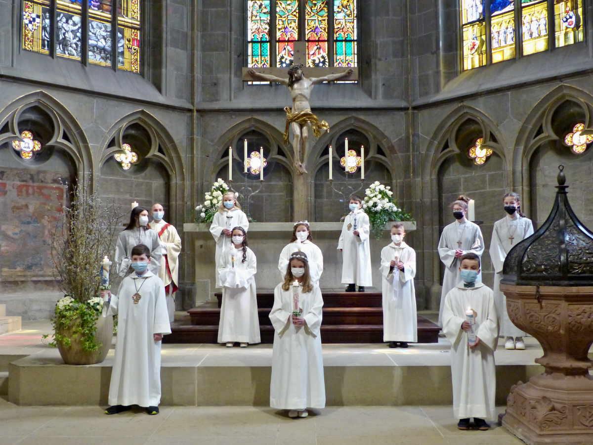 Die Erstkommunionkinder aus Neukirch und Vaihinger Hof im Heilig-Kreuz Münster. Foto: Duffner