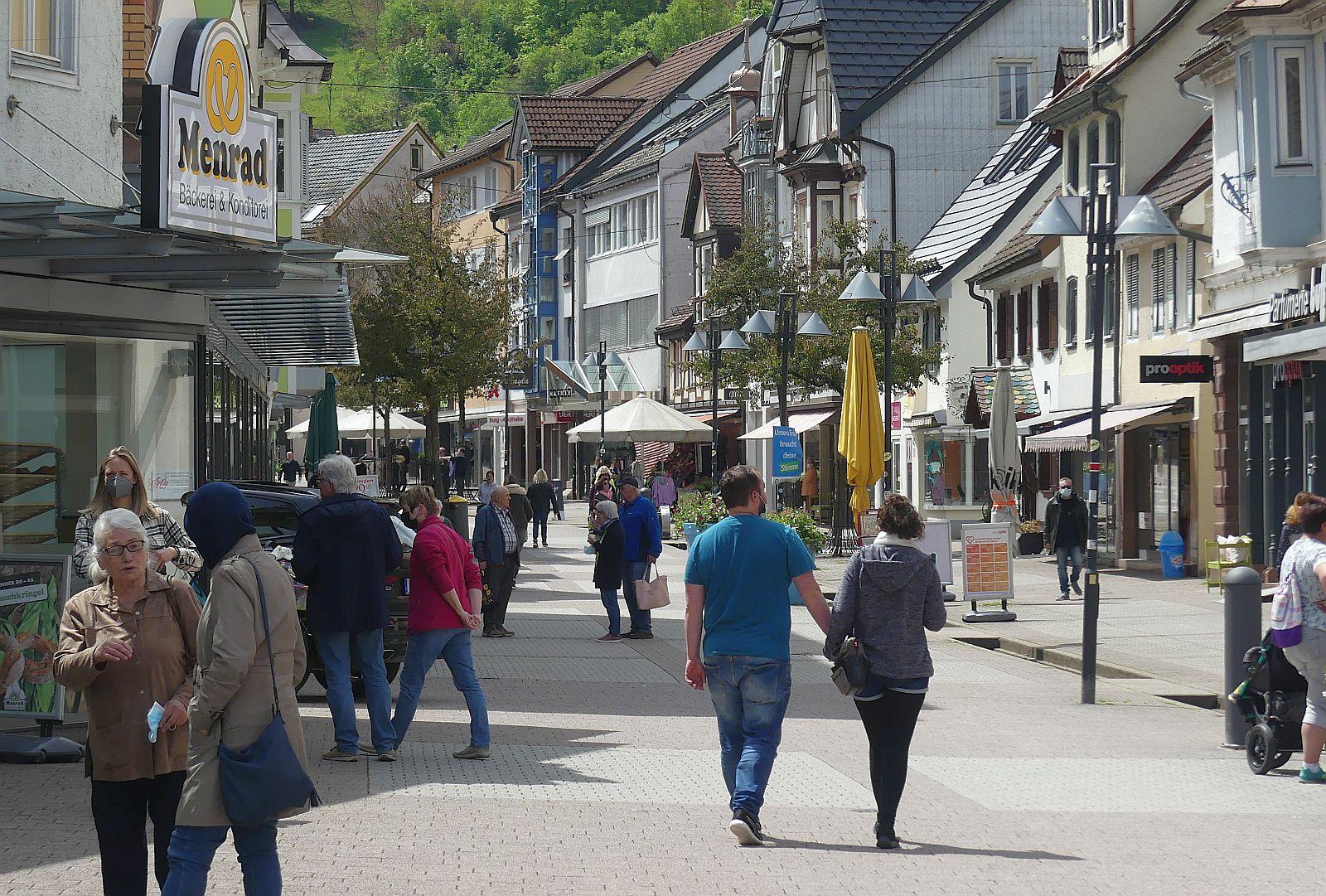 Neben dem besseren Wetter und den Lockerungen bei Coronamaßnahmen soll auch eine Gewinnspielaktion  wieder mehr Kunden in die Stadt locken. Foto: him