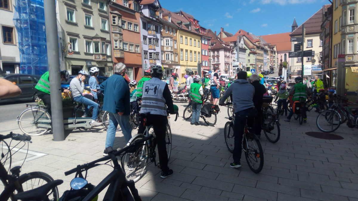 """Rund 50 Teilnehmer machten mit bei der """"bunten Radtour"""" durch Rottweil. Foto: uh"""