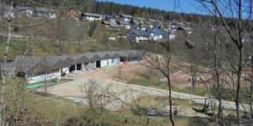 Der Umbau des Schwimmbads in Tennenbronn ist in vollem Gang. Foto: him