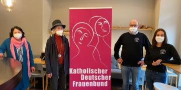 Bei der Spendenübergabe (von links): Patricia Diethelm und Sibylle Brugger vom Katholischen Frauenbund und die Eheleute Brantner. Foto: pm