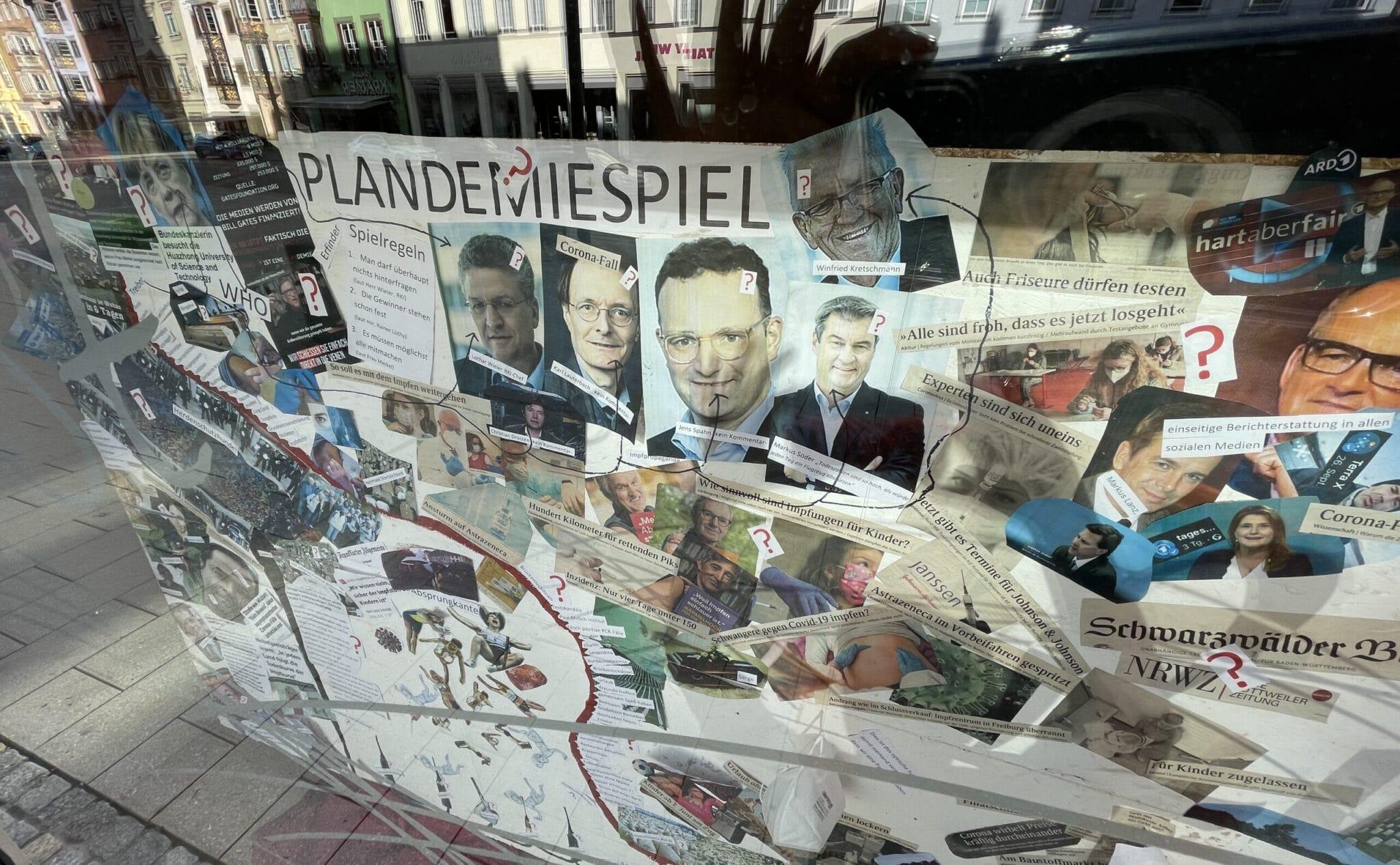 """""""Plandemiespiel"""" - das Schaufenster einer Pension in Rottweil. Foto: gg"""