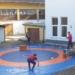 Outdoor-Training einer Schülergruppe vor der Ringerhalle. Foto: am