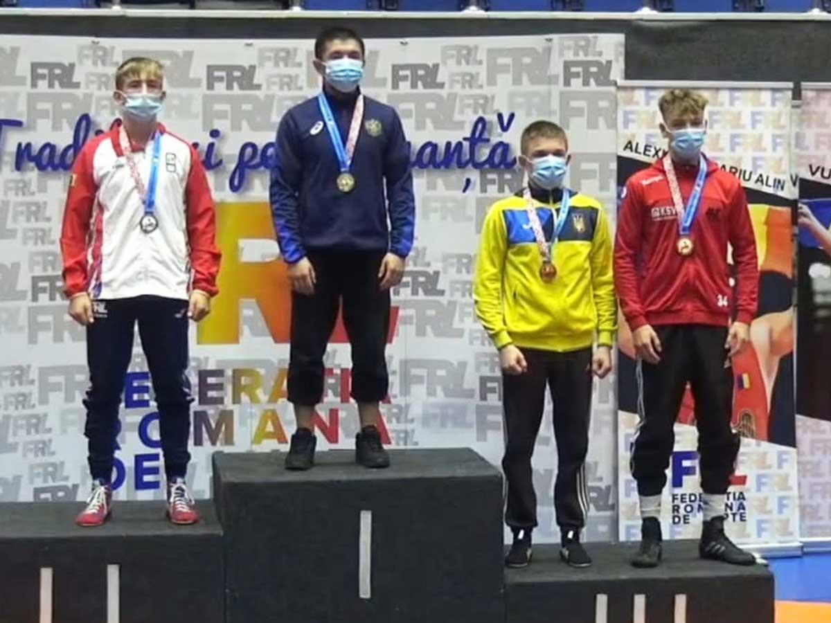 Leon Schetterer (ganz rechts) bei der Siegerehrung. Foto: pm