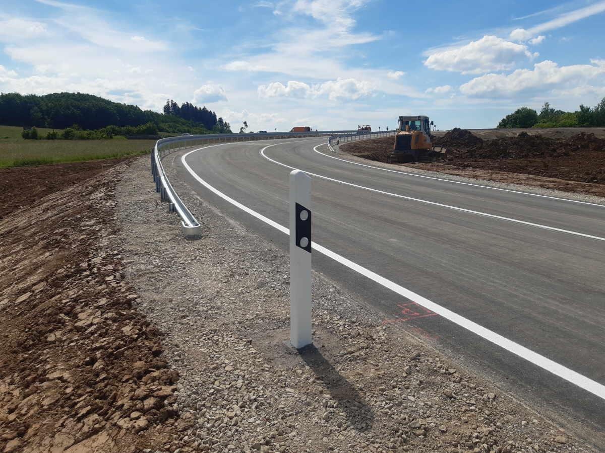 In der ersten Bauphase wurde ein neuer Anschlussast gebaut, der zukünftig den auf der B 27 von Villingen-Schwenningen bzw. Deißlingen kommenden Verkehr direkt auf die B 14 Richtung Tuttlingen leiten wird.Foto: pm