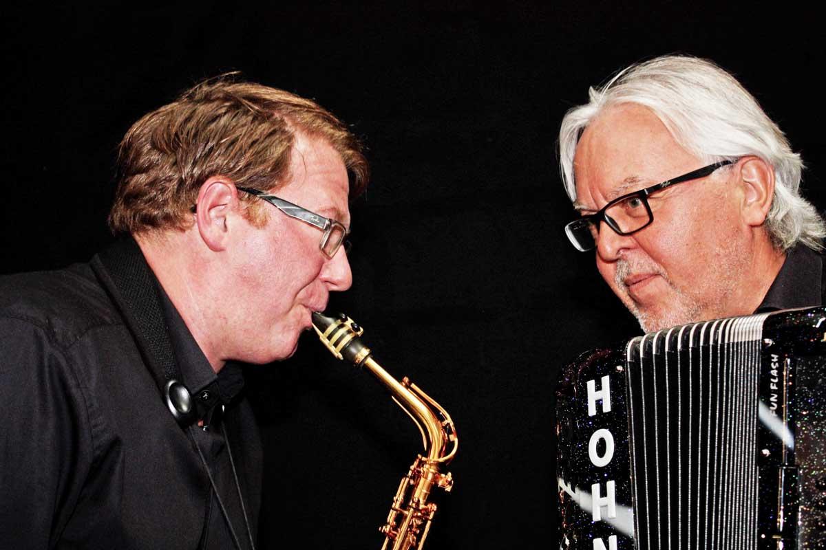 Das Duo Matthias Anton (links) und Hans-Günther Kölz spielt am kommenden Freitag auf dem Maschke-Platz in Trossingen. Foto: pm