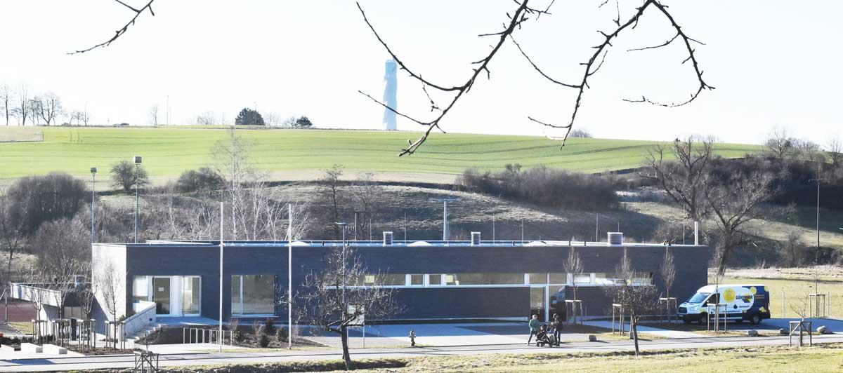 Mindestens bis zur Sommerpause ist der Gemeinderat Gast in der Göllsdorfre Halle. Archiv-Foto: wede