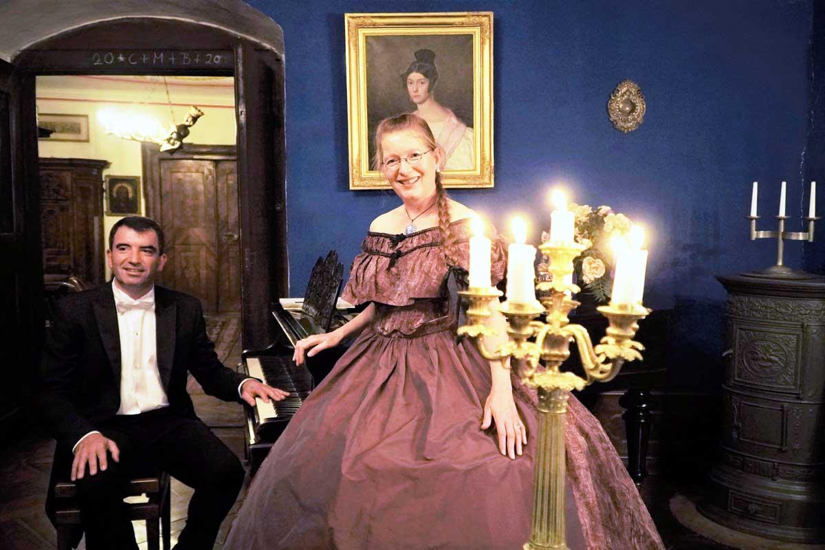 """""""Zu Gast bei Annette von Droste-Hülshoff"""" sind Sängerin Cristina Haigis und Pianist Peter Hastedt am 15. August. Foto: Haigis"""