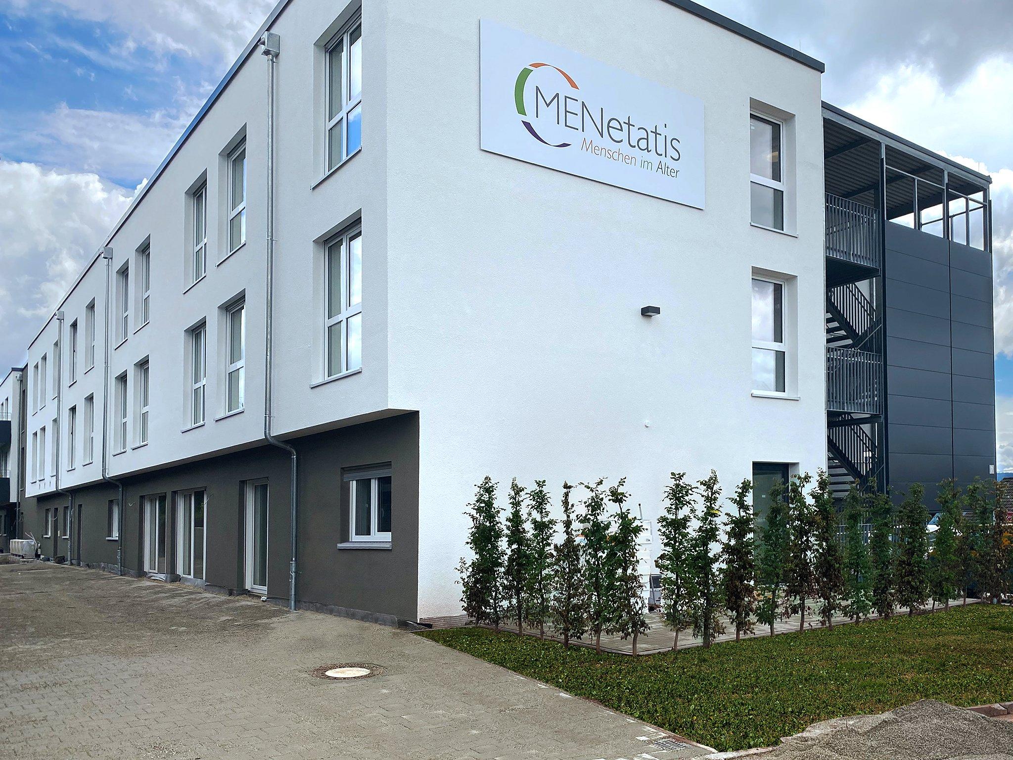 """Das neue """"Seniorenzentrum Aichhalden"""" im Landkreis Rottweil ist fertiggestellt. Das Gebäude bietet Platz für insgesamt 78 stationäre Pflegeplätze in Einzelzimmern und 16 Tagespflegeplätze sowie Räumlichkeiten für eine Physiotherapiepraxis. Foto: pm"""