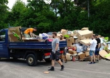 Sieben Container waren bereits voll und der Zustrom an Altpapier ging noch weiter. Foto: pm