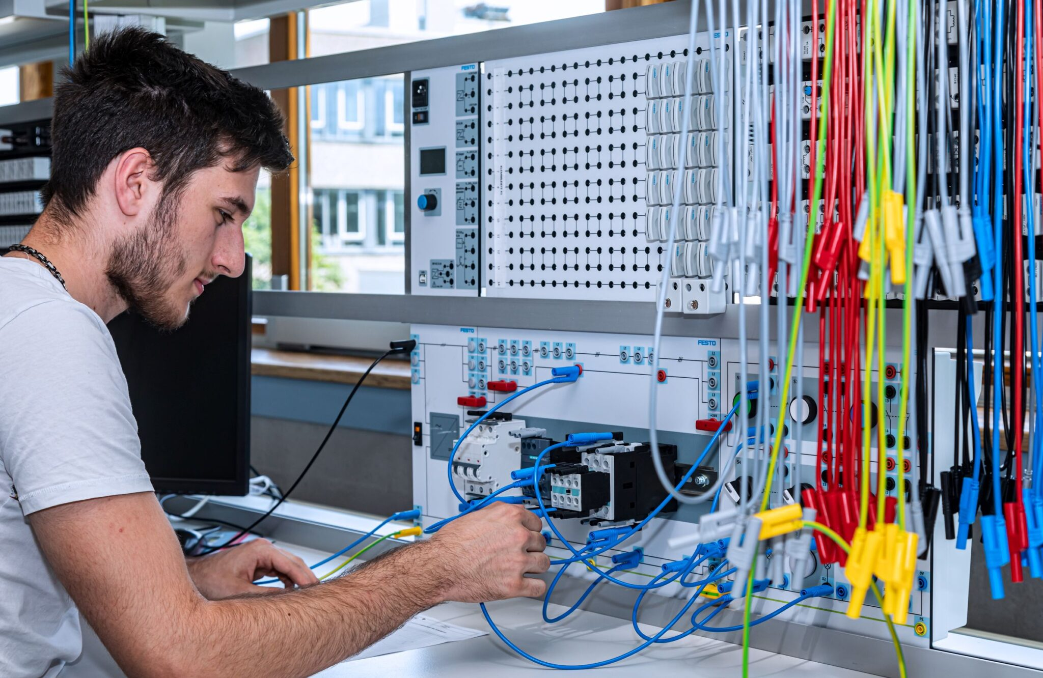 Elektronikerausbildung in Sulgen. Foto: BSS