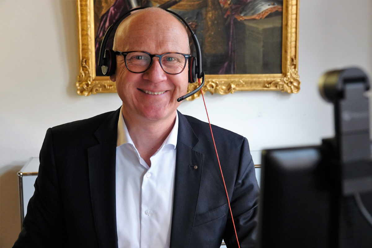 OB Ralf Broß freut sich auf die erste Video-Sprechstunde und interessante Gespräche mit den Bürgerinnen und Bürgern. Foto: Stadt Rottweil