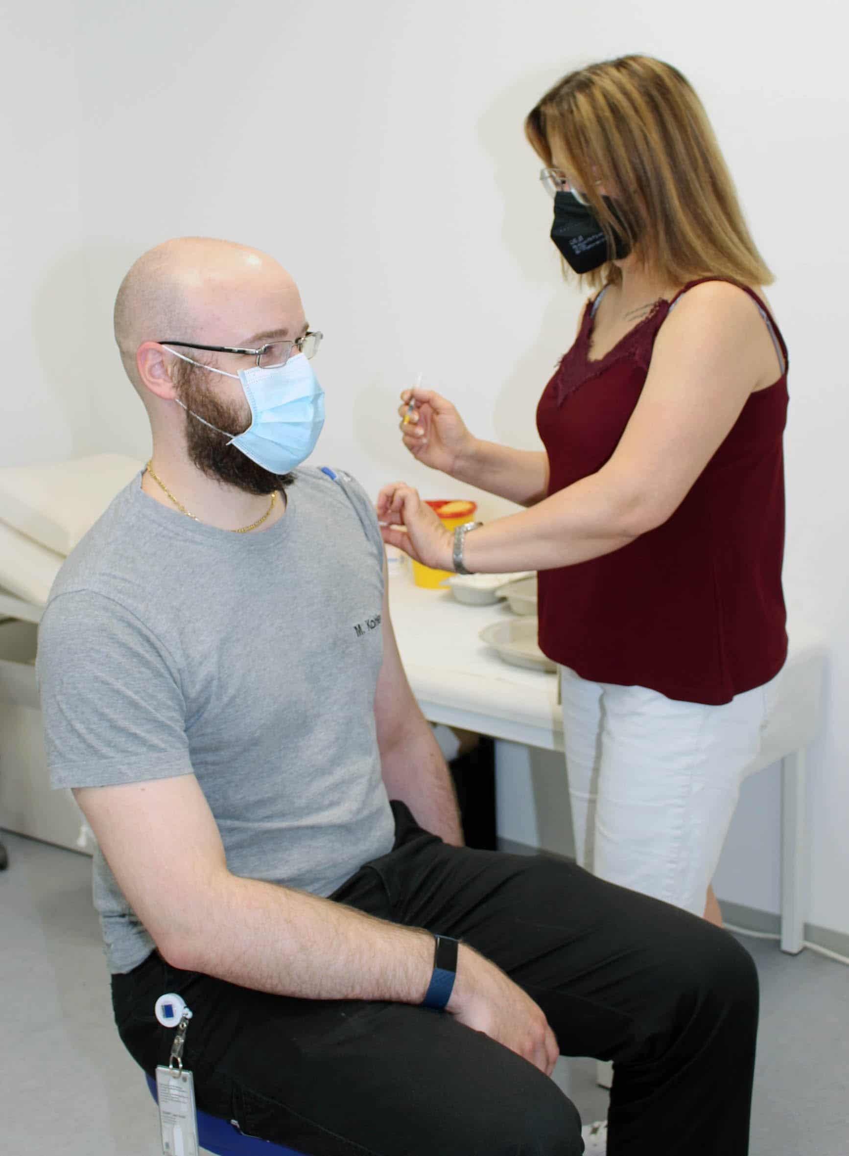 Trumpf Laser kann derzeit im eigenen Gesundheitszentrum einmal Mal pro Woche Mitarbeitende impfen. Foto: TRUMPF