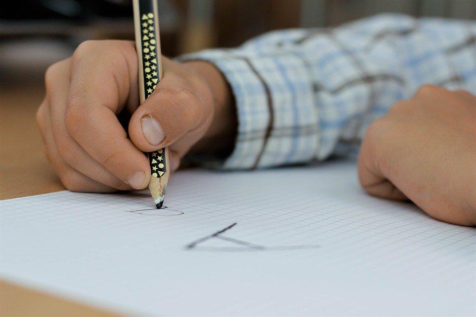 Für die Grundschüler startet am Montag wieder der Präsenzunterricht. Foto: pixabay