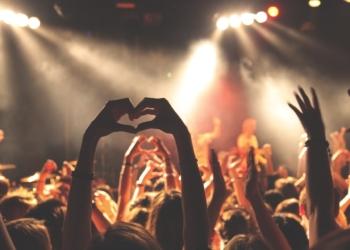 Aktuell verboten: ein Live-Konzert vor großem Publikum. Symbol-Bild von Free-Photos