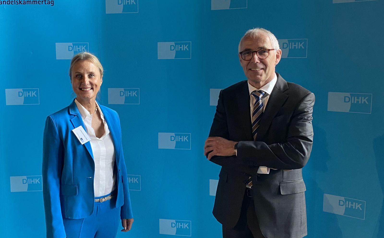 Birgit Hakenjos gratulierte Peter Adrian zu dessen Wahl zum DIHK-Präsidenten. Foto: pm