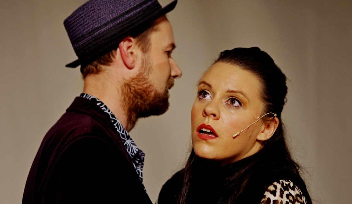 """Nora Kühnlein und Stephan Müller im Stück """"Atmen"""" von Duncan McMillan. Foto: pm"""