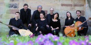 Das  das Vokalensemble DeCantata mit Elias Conrad (Laute) und Victor Mériaux (Cello). Foto: pm
