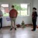 Stefanie Weißer (links) erfüllte sich mit der Hilfe ihres Ehemannes einen Traum mit der Eröffnung einer eigenen Kindertagespflege auf der Heuwies. OB Eisenlohr begrüßt bei einem Besuch im neuen Haus die Ergänzung des Betreuungsangebots in Schramberg. Alle Fotos: lm