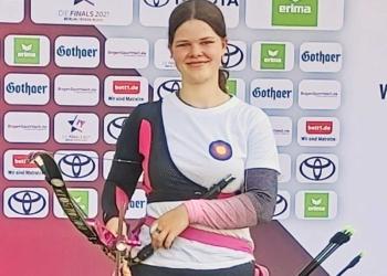 Madeleine Maier, die Deutsche Vizemeisterin der Junioren, trainiert den Bogensport-Nachwuchs der Schützengilde. Foto: pm