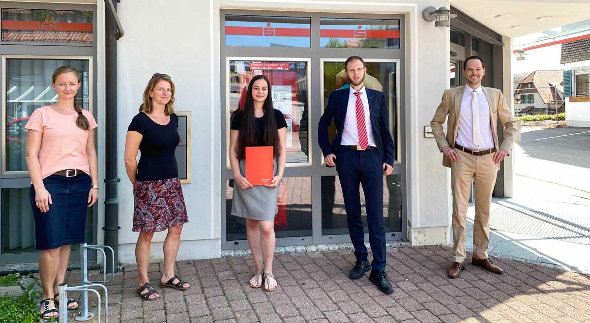 Ein Preis für Nicole Enns (Mitte). Foto: Schule