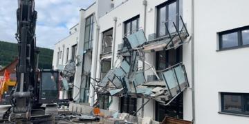 Ein Bauunternehmer hat in Blumberg seiner Zerstörungswut freien Lauf gelassen. Die Folge: eine halbe Million Euro Sachschaden. Foto: privat