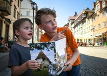 Waren von der Stadtführung mit Stoffel begeistert: Zwei NRWZ-Testleser. Foto: al