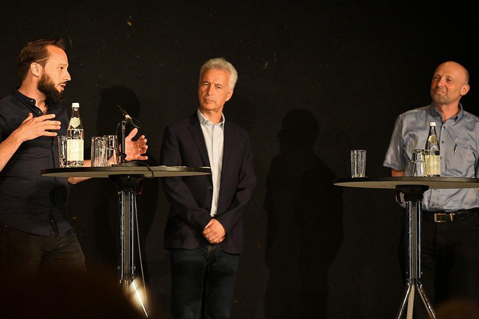 Diskussion über Duttenhofer: Autor Johann Reißer, Duttenhofer-Forscher Dr. Jörg Kraus und Dr. Rainer Schimpf vom Haus der Geschichte in Stuttgart. Foto: al