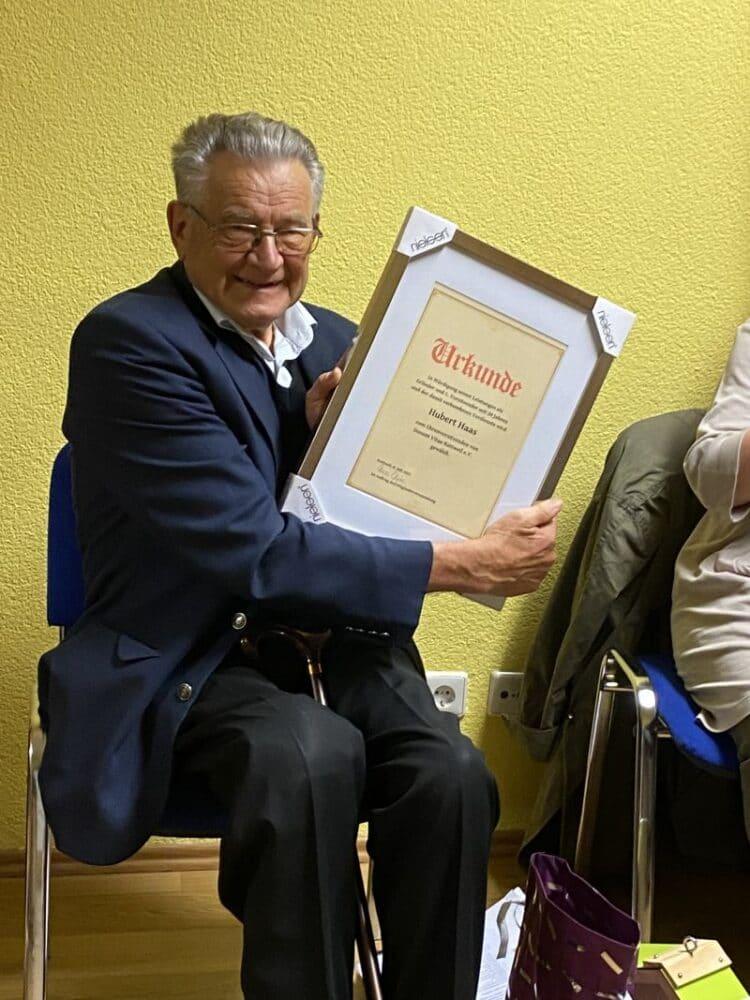 HUbert Haas wurde zum Ehrenvositzenden ernannt. Foto: pm
