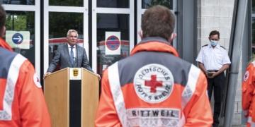 Helfer aus dem Landkreis Rottweil dabei: Innenminister Thomas Strobl verabschiedet Rettungskräfte ins Katastrophengebiet nach Rheinland-Pfalz (Foto: HP Safranek)