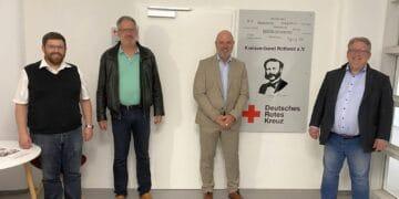 SPD-Bundestagskandidat Mirko Witkowski (rechts) informierte sich beim DRK-Kreisverband Rottweil. Unser Foto zeigt ihn zusammen mit Anton Graf (von links), Dieter Gaus und Ralf Bösel. Foto: DRK