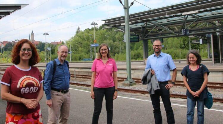Sonja Rajsp (Grüne), Verkehrsexperte Matthias Gastel, Kandidatin Annette Reif, Deißlingens Bürgermeister Ralf Ulbrich und Elke Müller (Grüne). Foto: pm