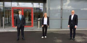 Vorstand Benedikt Hermle (links), Verbandsvorsitzender Ralf Broß (rechts) und die stellvertretenden Verbandsvorsitzenden Carmen Merz. Foto: pm
