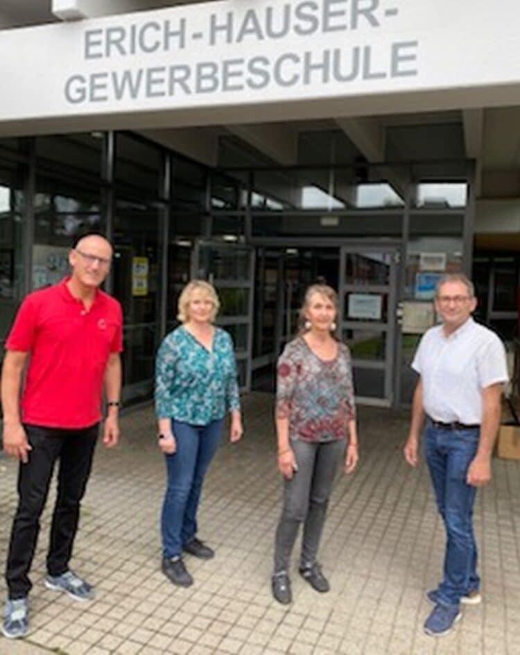 Stefan Steinert und die neue TG-Abteilungsleiterin Natali Fibich sowie Anneliese Rheiner und Paul Krautheimer. Foto: EHG