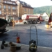 Die Maschien  stehen bereit. Asphaltarbeiten am Paradiesplatz. Foto: him