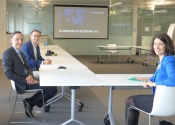 Intensives Gespräch (von links): Nicolas Schweizer, Marc Bunz und OB Dorothee Eisenlohr. Fotos: him